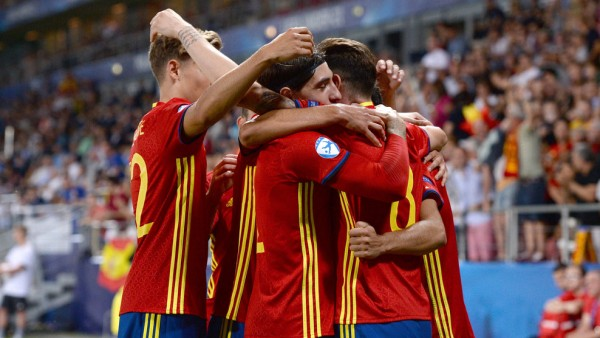 KRAKOW, POLAND - JUNE 27: Sal guez of Spain celebrates with team-mates after scoring his side's third goal during their UEFA European Under-21 Championship 2017 semi-final match against Italy on June 27, 2017 in Krakow, Poland. (Photo by Cody Glenn - UEFA/UEFA via Getty Images)
